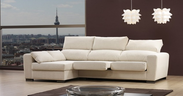 Decorar el salón con un sofá chaise longue